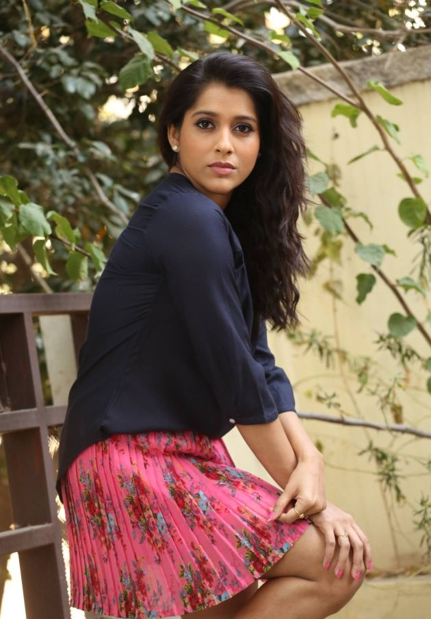 Rashmi Gautam In Shorts Images